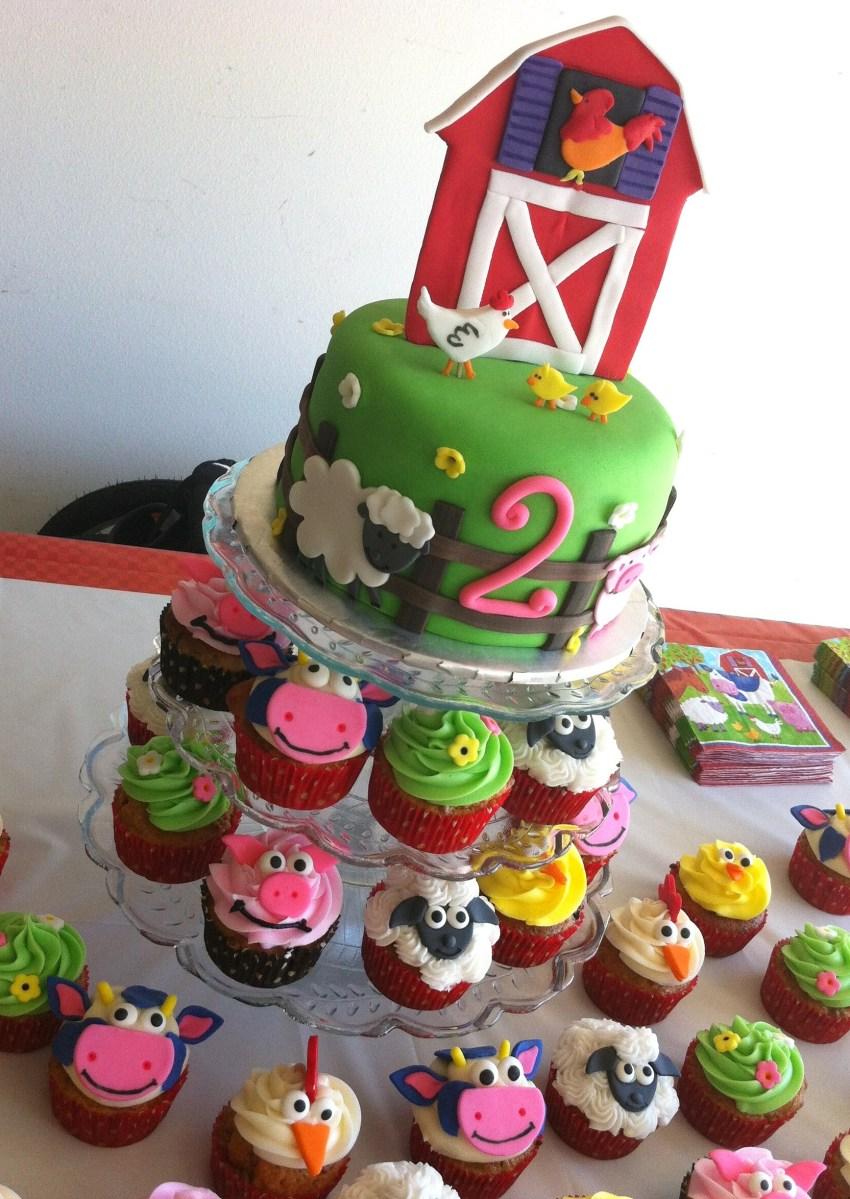 Barnyard animal mini cake and cupcakes