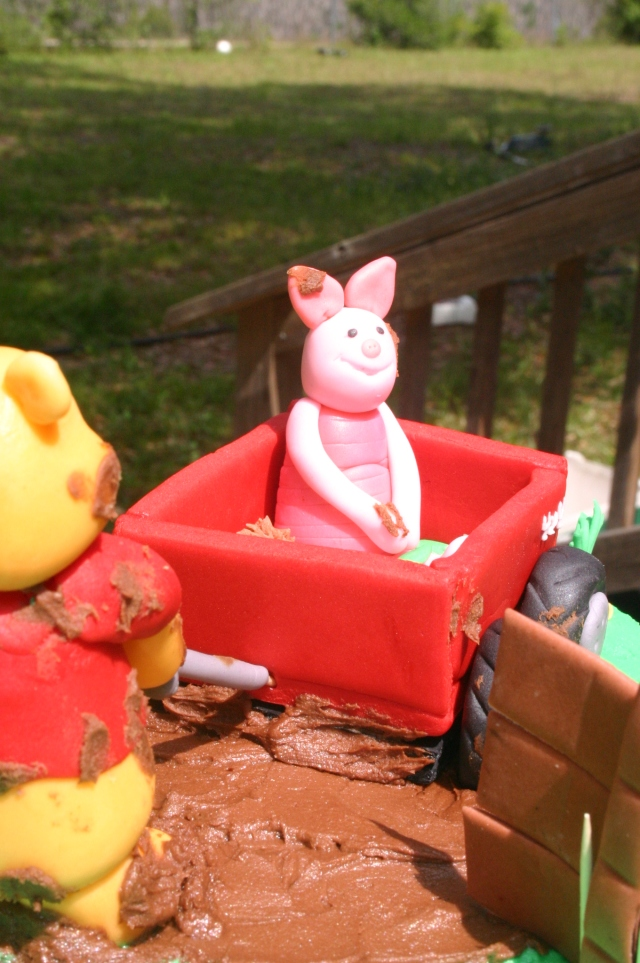 Piglet and Pooh Baby shower cake