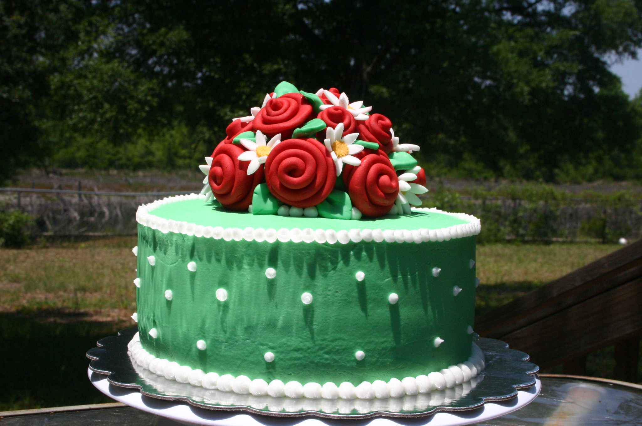 Mint green red roses and daisies birthday cake Lolos Cakes Sweets