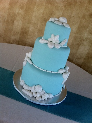 Tiffany blue seashell wedding cake