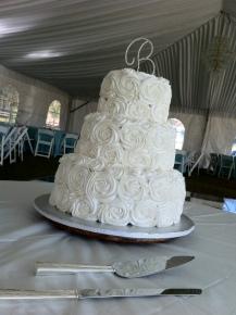 White swirl rose wedding cake