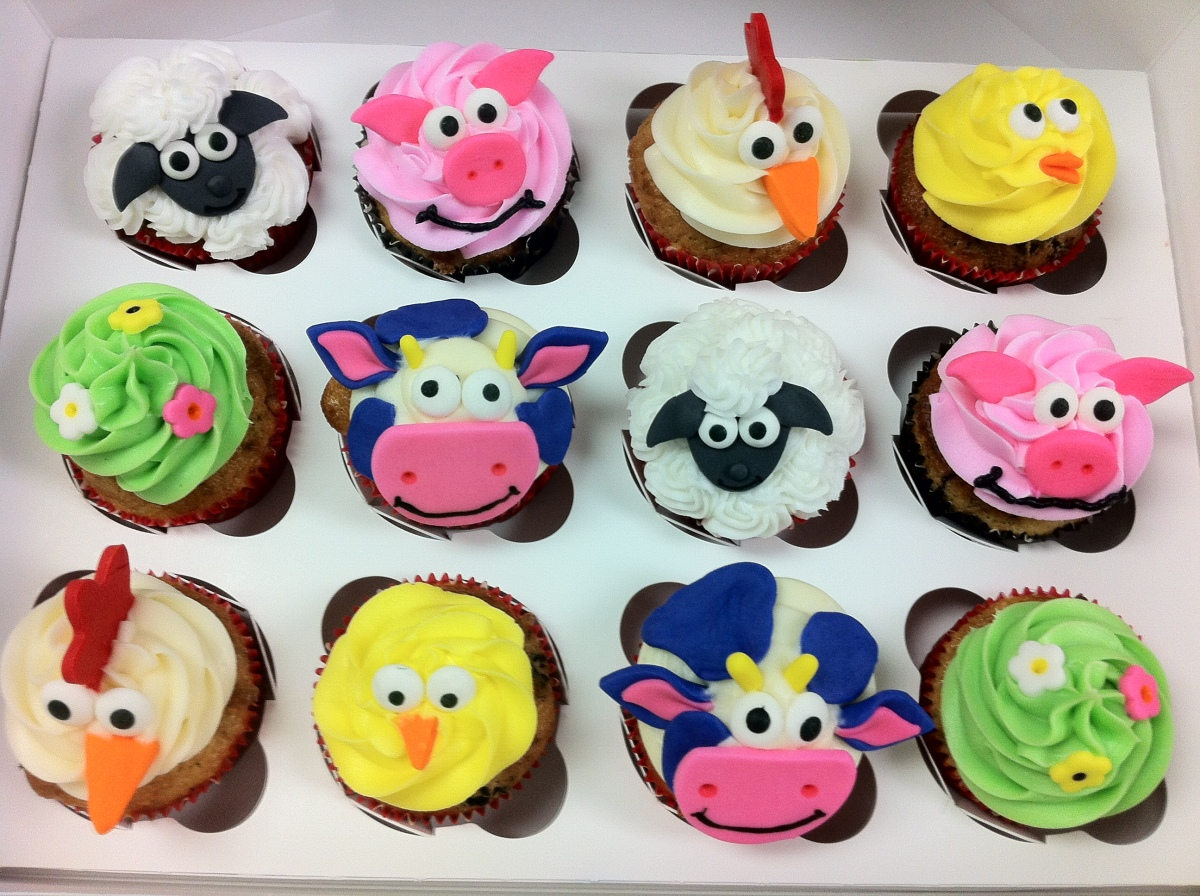 Barnyard animal cupcakes lolo 39 s cakes sweets for Animal cake decoration