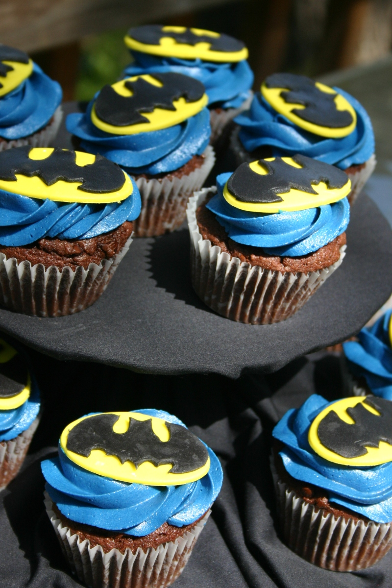 Blue Yellow And Black Batman Logo Cupcakes Lolo S Cakes