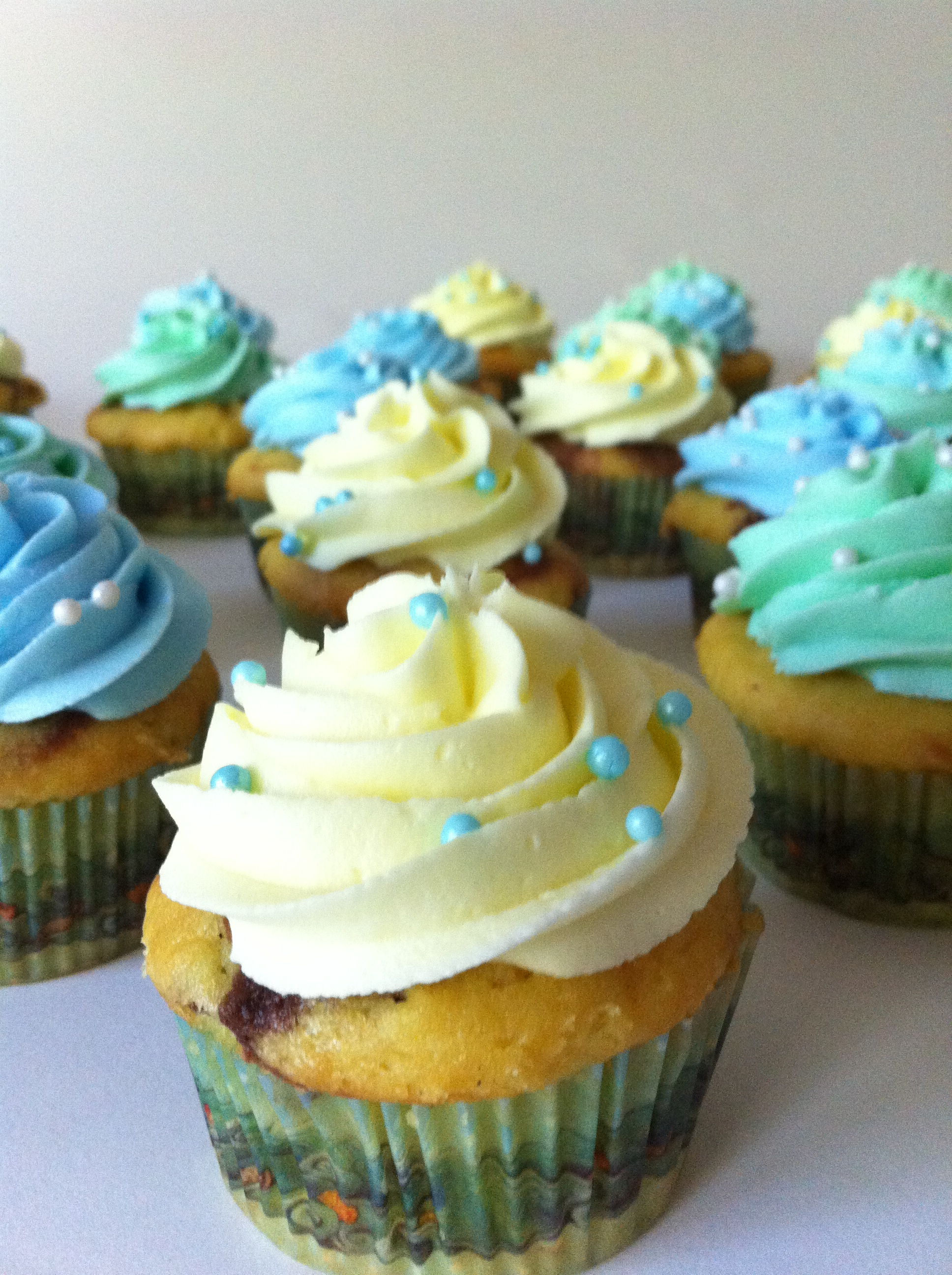Yellow Green And Blue Cupcakes Lolo S Cakes Amp Sweets