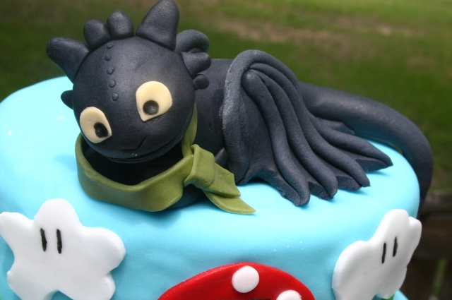 Toothless cake close up