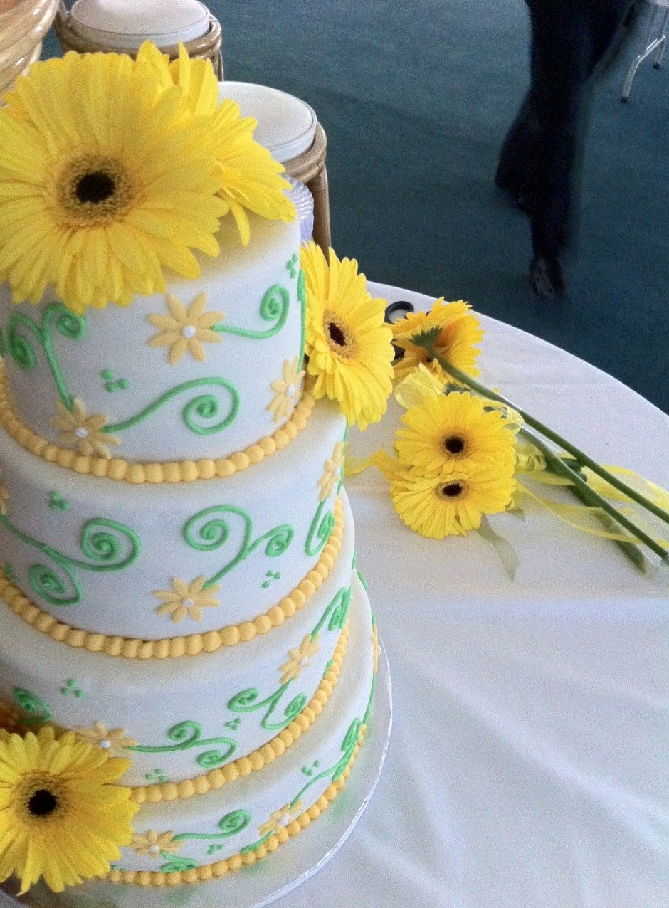 Sweet As A Daisy Wedding Cake Lolos Cakes Sweets