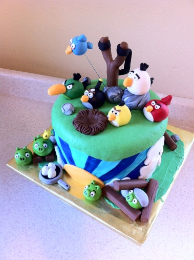 Magnificent Angry Birds Birthday Cake Lolos Cakes Sweets Funny Birthday Cards Online Elaedamsfinfo