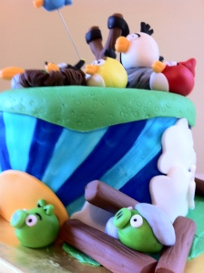 Angry Birds Pig under rubble cake