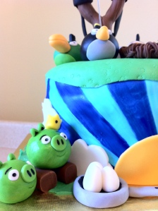 Angry Birds Pigs eggs cake