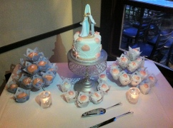 Yolo board (paddleboard) Mini wedding cake and cupcakes